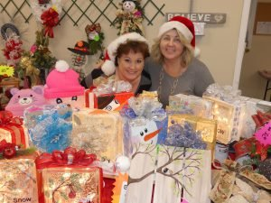 Tara Scott of Sturgeon Falls and Susan LeBlanc of Russell offered their line of 'Unique Gifts' in Morewood. Zandbergen photo, Nation Valley News